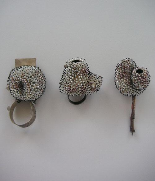 Sam Tho Duong: Broschen + Ring Silber935, Oxydation, Süßwasserreiskornperlen,